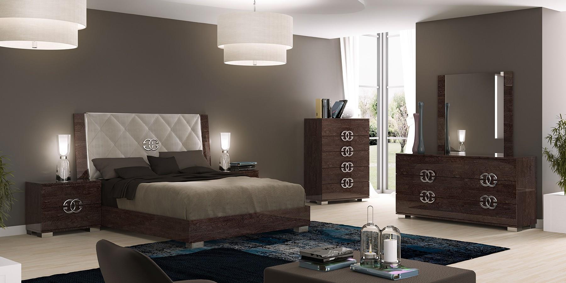 Bedroom Set Consists Of
